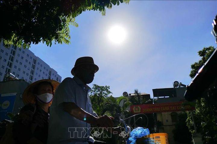 TP Hồ Chí Minh, Nha Trang, Cà Mau có chỉ số tia UV ở mức nguy cơ gây hại rất cao - Báo Tin Tức TTXVN