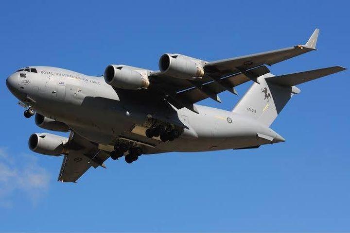 Thót tim cảnh 'ngựa thồ C-17A' bay sát mặt đất xuyên qua cao ốc - Báo Tin Tức TTXVN