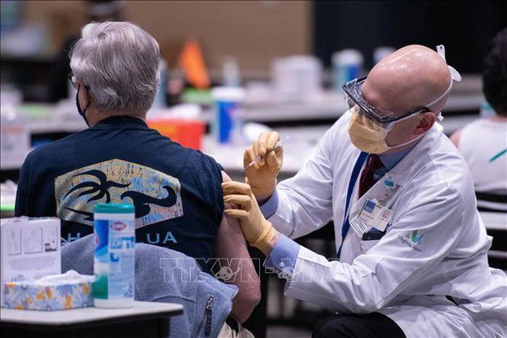 Đề xuất tiêm mũi tăng cường vaccine của Pfizer cho người trên 65 tuổi - Báo Tin Tức TTXVN