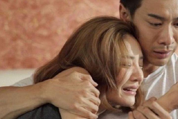 Một lần mang cơm trưa cho chồng, tôi chết điếng nghe được tiếng khóc nghẹn ngào sau cánh cửa phòng làm việc - Doanh Nghiệp Việt Nam