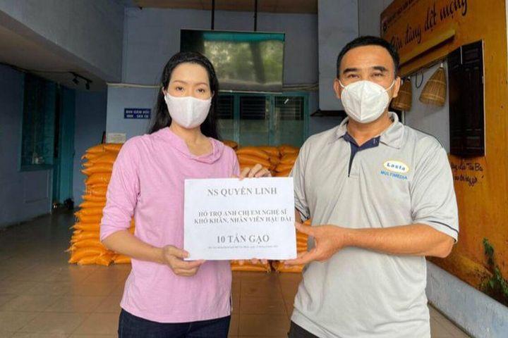 Hết chăm lo cho người dân, MC Quyền Linh tiếp tục giúp đỡ nghệ sĩ nghèo, anh em công nhân sân khấu - SaoStar