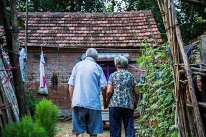 Con trai 'đi làm ăn xa' biệt tích 19 năm, cha mẹ già sửa sang bể phốt thì phát hiện sự thật đau lòng - SaoStar