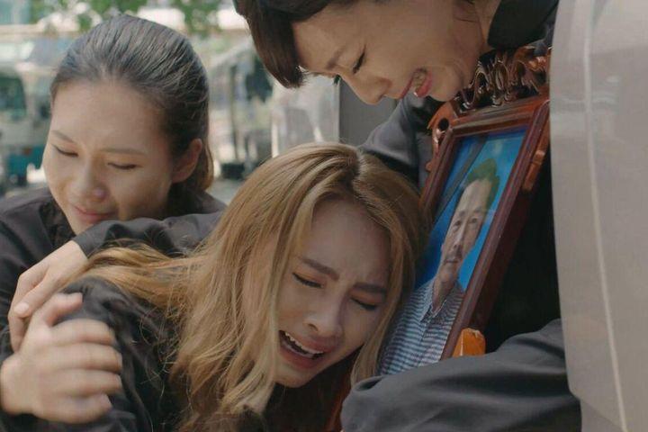 Highlight tập 37 'Mặt nạ hạnh phúc': Chưa một lần được nhận con ruột NSND Trung Anh ra đi trong nuối tiếc - SaoStar