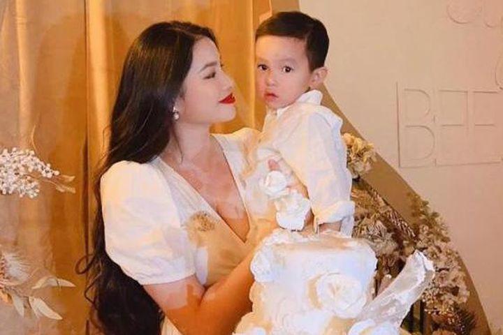 Cận cảnh dung mạo 2 con trai của hoa hậu Phạm Hương - Báo Dân Sinh