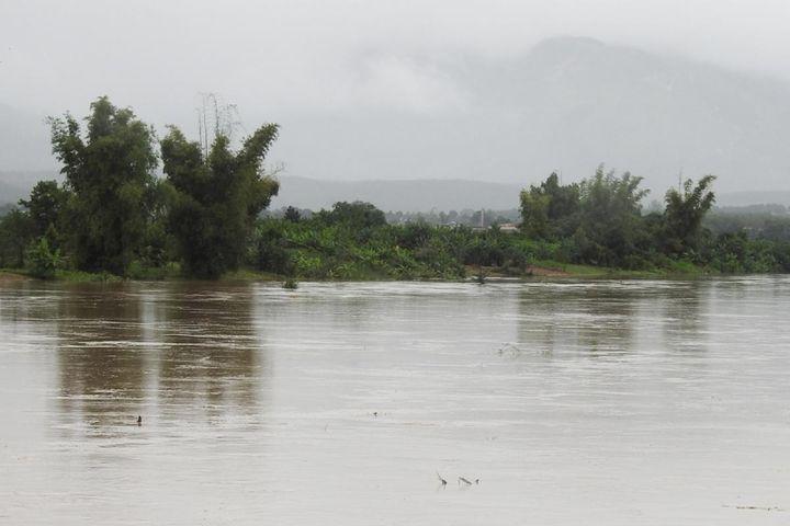 Phát hiện một thi thể nam giới trôi trên sông Pô Kô trong mưa lũ - Báo VOV