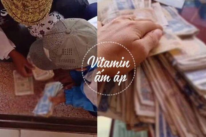 Xúc động cảnh mẹ đếm từng đồng lẻ trước cửa tiệm để mua điện thoại cho con - Báo VTC News
