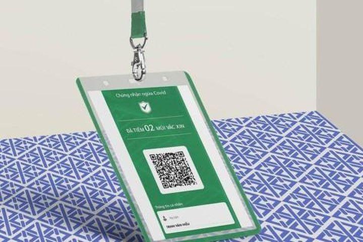 Nở rộ dịch vụ in thông tin tiêm chủng lên thẻ nhựa - Báo Tiền Phong