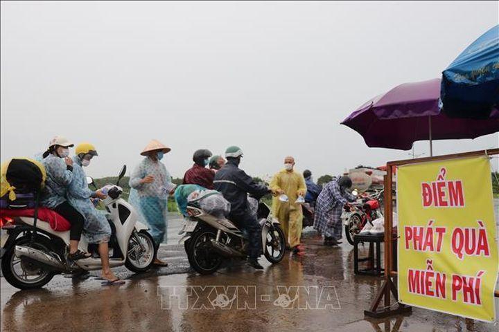 Phú Yên: Hỗ trợ người dân từ các tỉnh phía Nam đi qua địa phận tỉnh - Báo Tin Tức TTXVN