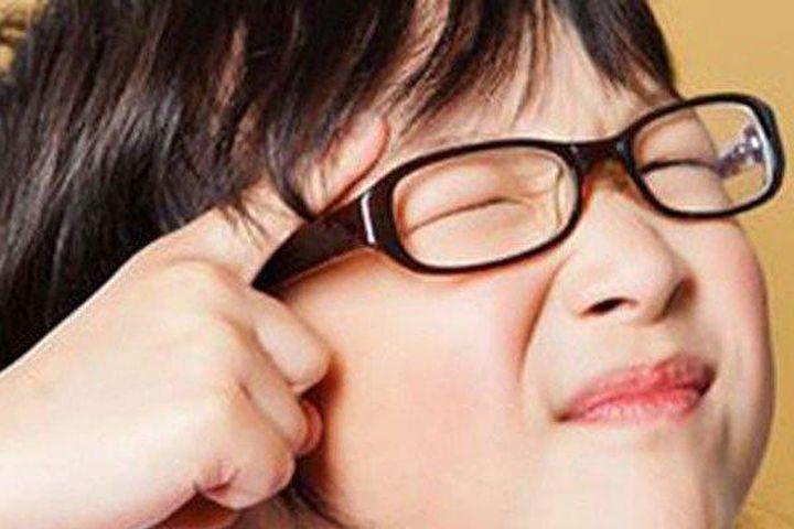 Có 1 trong 8 biểu hiện này, rất có thể trẻ đã bị suy giảm thị lực - Tạp chí Người Đưa Tin