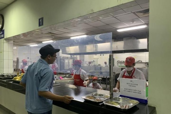 Người lao động đang thực hiện '1 cung đường 2 điểm đến' được Công đoàn hỗ trợ tiền ăn - Báo Lao Động Thủ Đô