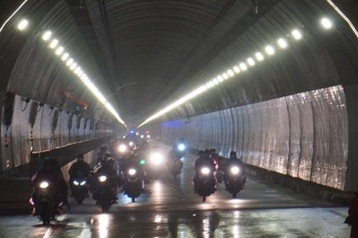 Mở hầm Hải Vân cho đoàn hơn 1.000 người đi xe máy về quê - Báo Công An Nhân Dân