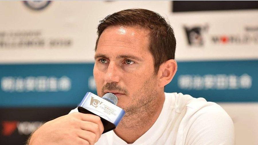 Vừa ngồi ghế HLV Chelsea, Frank Lampard đã bị CĐV đòi… sa thải