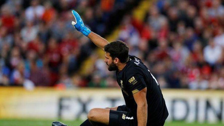 Klopp tái mặt khi biết chấn thương của thủ môn Alisson