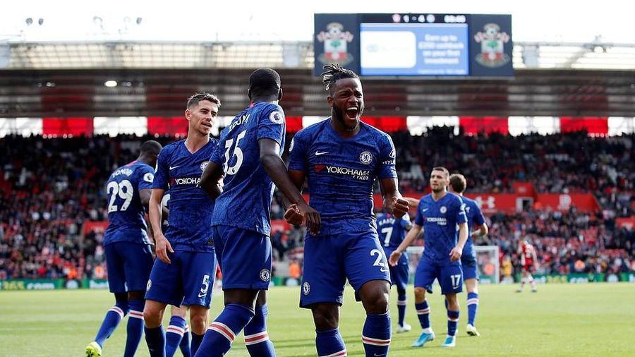 Chelsea thắng tưng bừng, Arsenal 'gồng mình' giữ 3 điểm