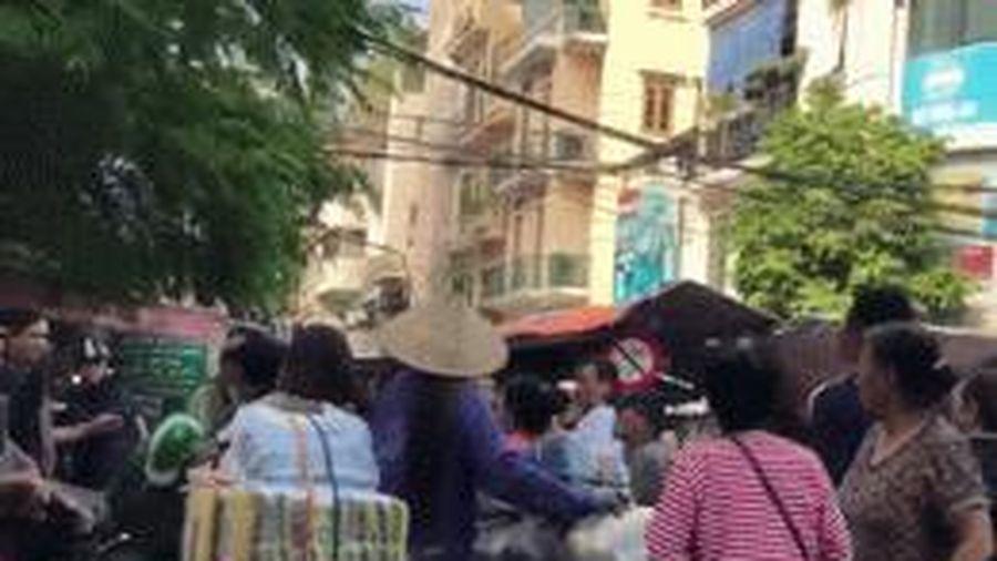 Người đàn ông bị thanh niên mặc áo Grab đâm trúng lưng khi can ẩu đả sau va chạm giao thông