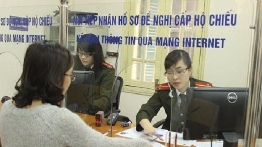 Người phải thi hành án dân sự, chưa hoàn thành nghĩa vụ nộp thuế... sẽ bị tạm hoãn xuất cảnh