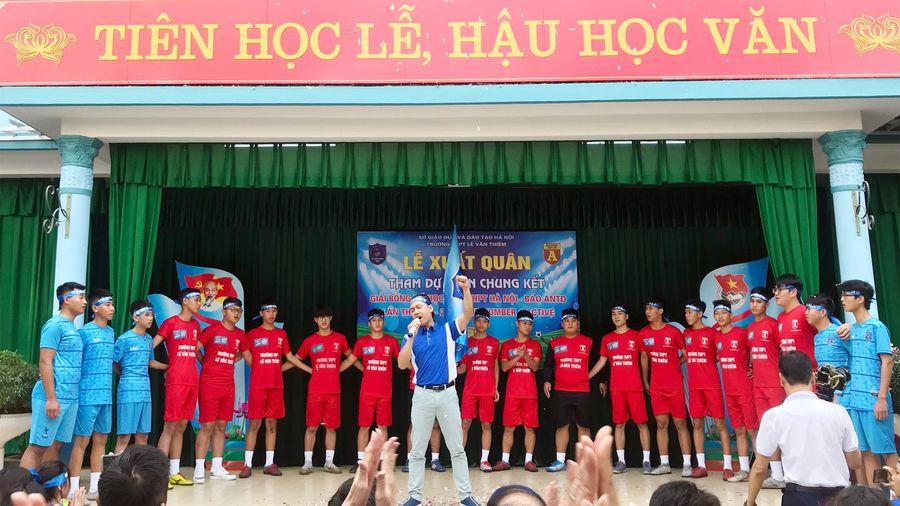 Thầy trò trường Lê Văn Thiêm hát 'Đường đến ngày vinh quang' trước trận chung kết