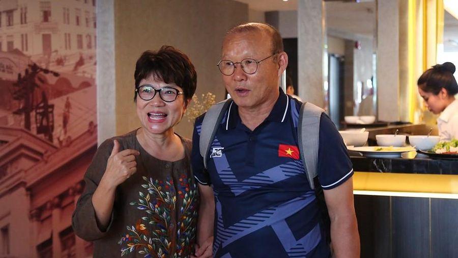 Thầy trò Park Hang-seo 'xông đất' Manila