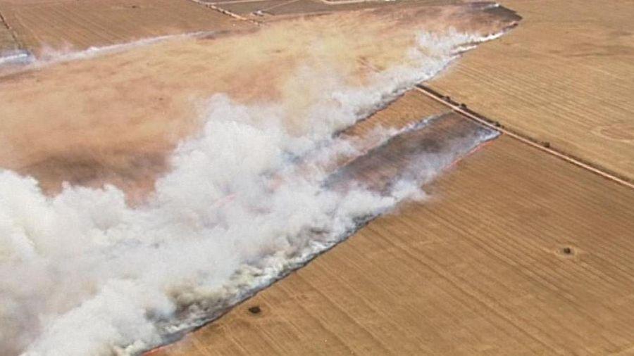 Biển lửa thiêu rụi các cánh đồng ở Australia