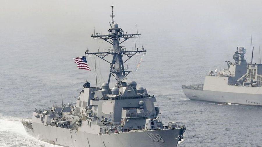Lực lượng Trung Quốc bám đuôi tàu chiến Mỹ trên Biển Đông