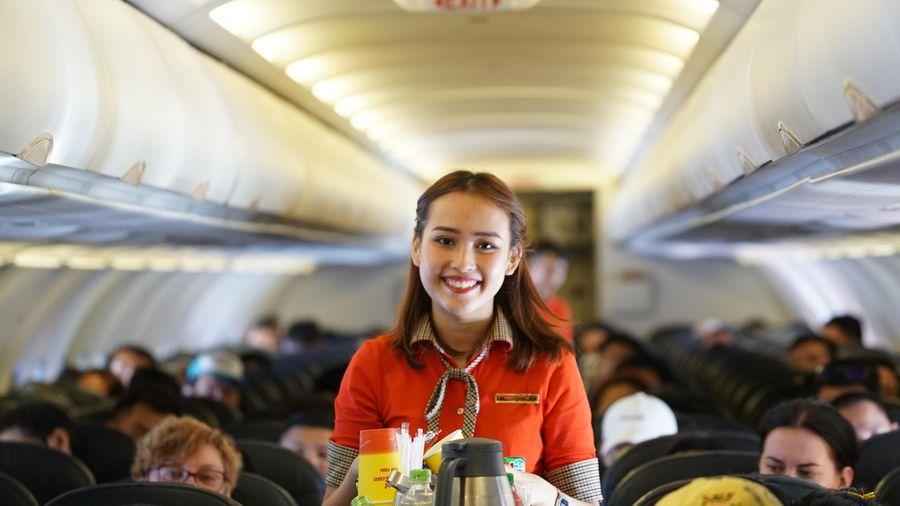 Tiếp viên hàng không và những câu chuyện cảm động về văn hóa bay