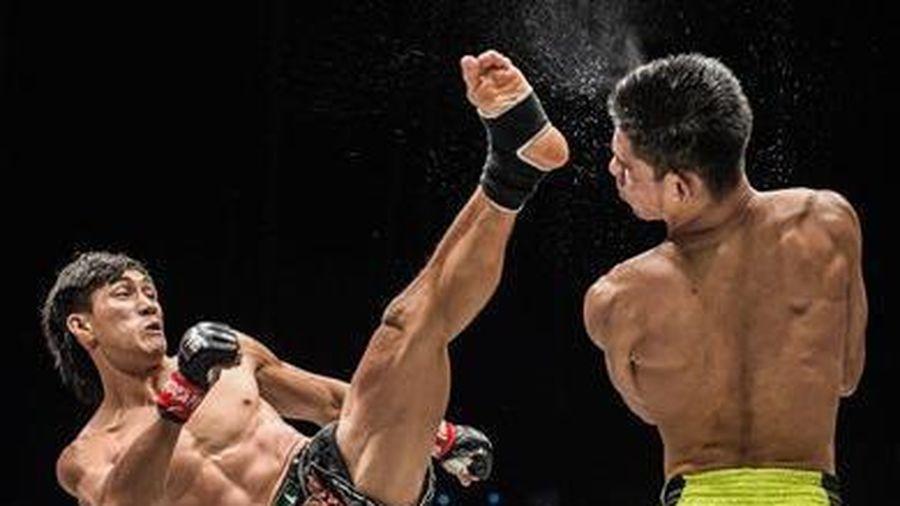 Duy Nhất tung đòn đá knock-out đối thủ Nhật Bản