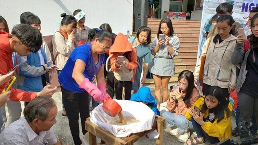 Nghệ nhân trao truyền nghề làm nước mắm Nam Ô