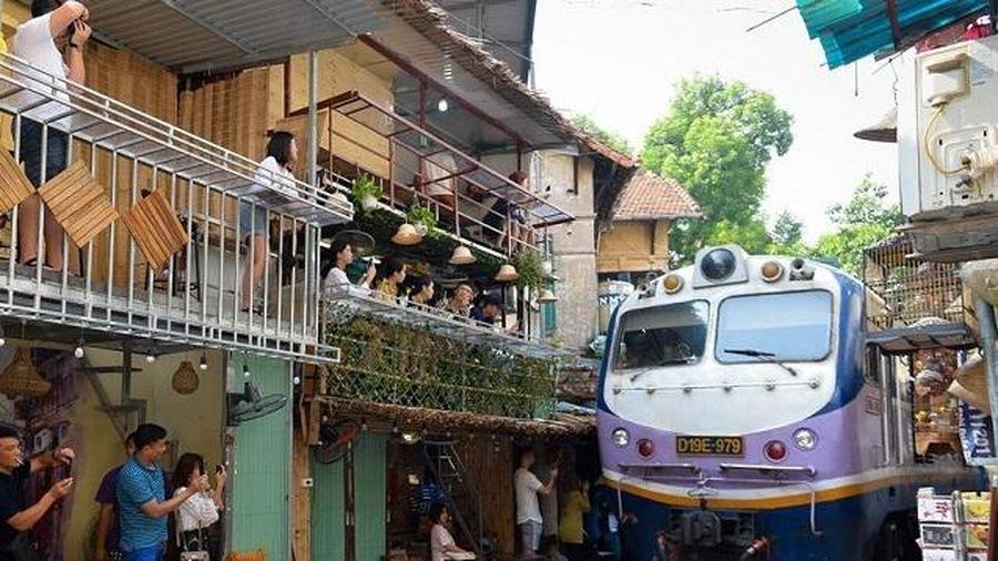 Sẽ giải tỏa các điểm lấn chiếm ở xóm 'cà phê đường tàu' Hà Nội