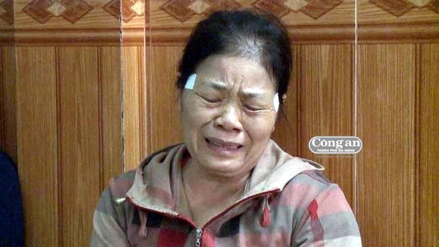 Khắc khoải ngóng tin người thân gặp nạn trong vụ cháy tàu tại Hàn Quốc