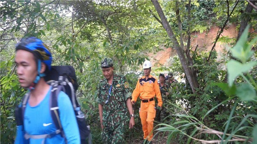 Triển khai tìm kiếm người nước ngoài nghi tự tử tại bán đảo Sơn Trà