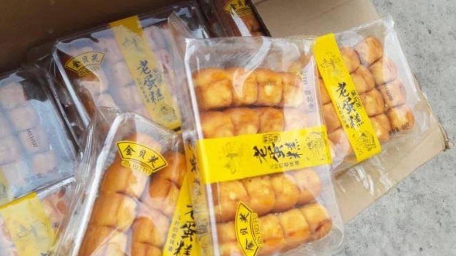 Phát hiện gần 1 tấn bánh bông lan nhập lậu trong xe tải ở TPHCM