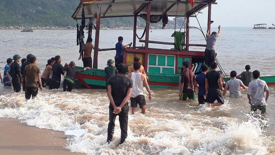 Kịp thời cứu 3 ngư dân gặp nạn trên biển Hà Tĩnh