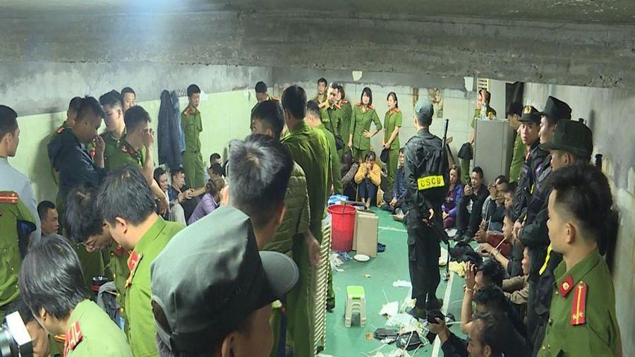 Cận cảnh sới bạc dưới hầm ngầm ở Vĩnh Phúc bị cảnh sát triệt phá