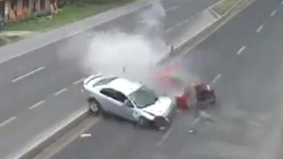 Sedan mất lái khi tăng tốc, hại chết người vô tội