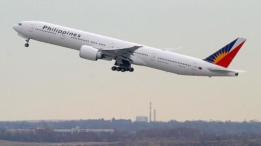 Máy bay Boeing của Philippines cháy động cơ trên không