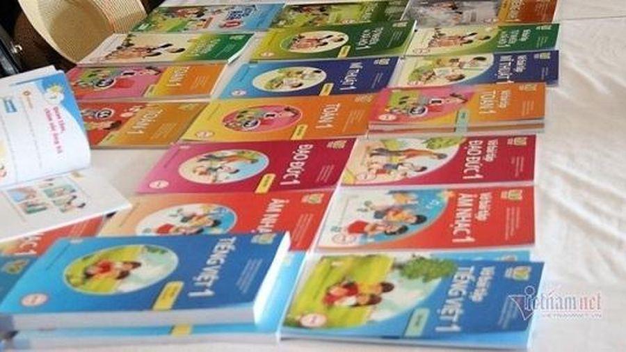 Nhà xuất bản giáo dục Việt Nam đang chiếm ưu thế trong việc làm sách giáo khoa lớp 1