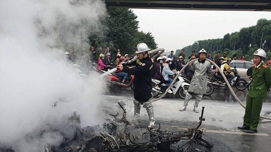 Vụ xe Mercedes cháy ở Lê Văn Lương, cô gái tử vong công tác tại ĐH Ngoại thương