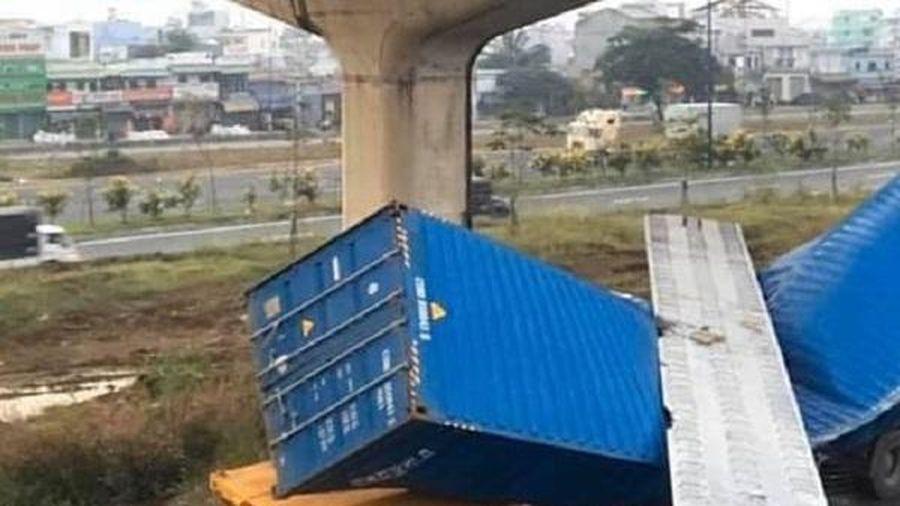 Sai khó tin, cầu bộ hành bị xe container kéo sập không có hồ sơ thiết kế