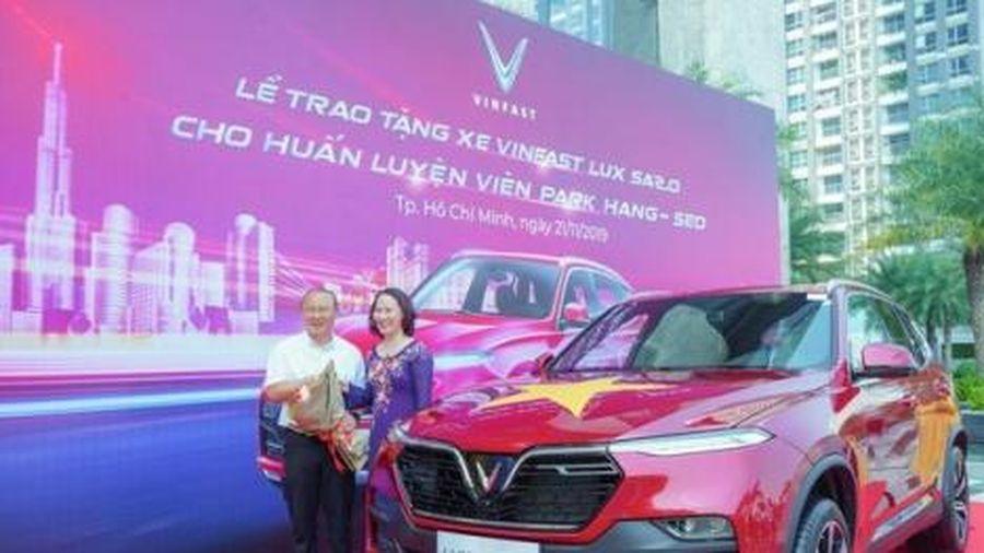 4 chiếc ô tô tiền tỷ HLV Park Hang Seo được tặng có gì đặc biêt?