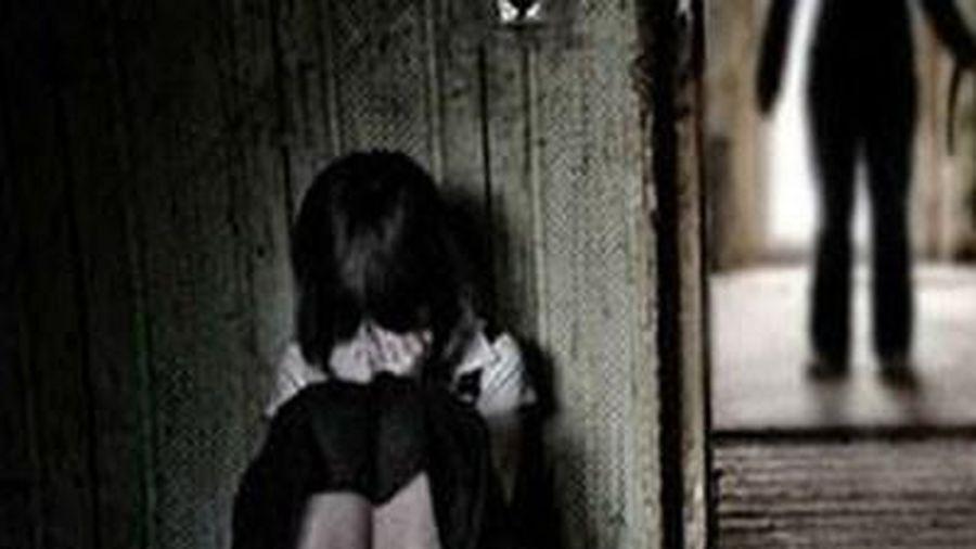 Vết lạ trên quần bé gái 3 tuổi tố cáo gã 'yêu râu xanh' U60