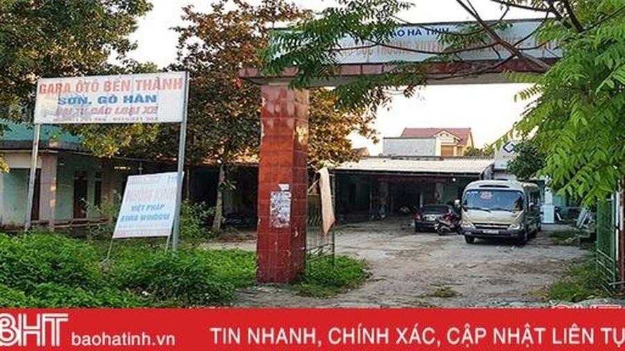 Nhếch nhác những trụ sở bỏ hoang giữa lòng thị trấn Cẩm Xuyên