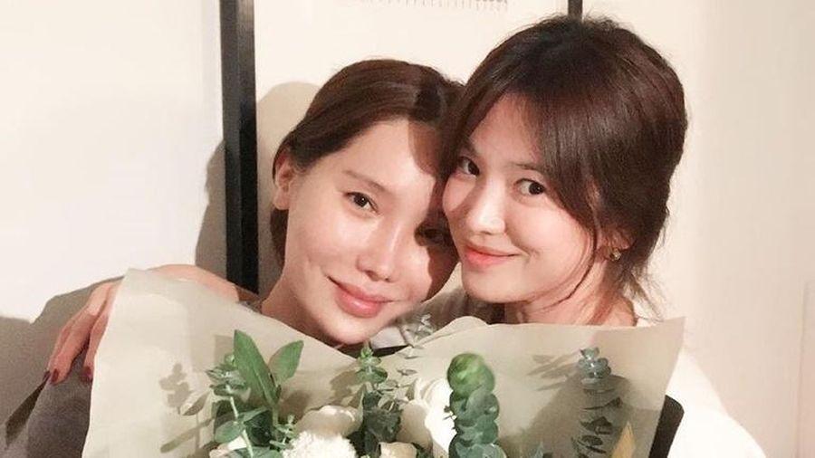 Song Hye Kyo rạng rỡ bên bạn bè trong sinh nhật 38 tuổi