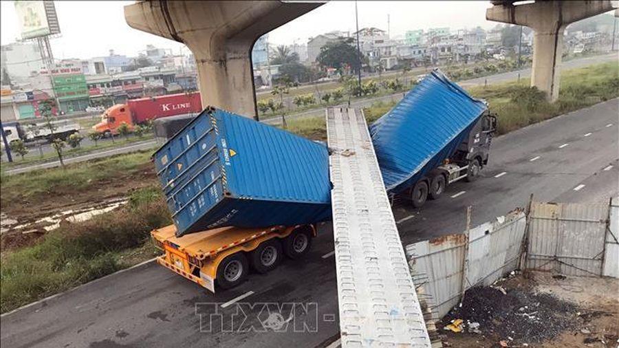 Vụ xe container kéo sập dầm cầu bộ hành: Sẽ xử lý nghiêm các sai phạm