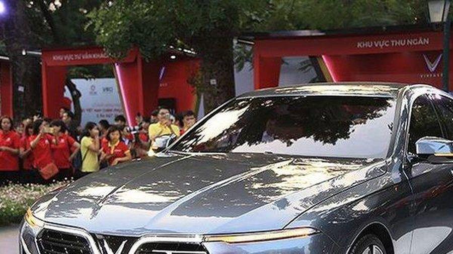 Thước lái giá 29 triệu, báo giá hơn 300 triệu, VinFast nói gì?