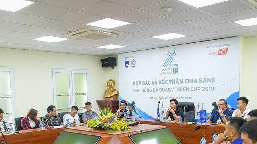 Hàng loạt nghệ sĩ nổi tiếng tranh tài trong giải bóng đá 'phủi' tại Hà Nội