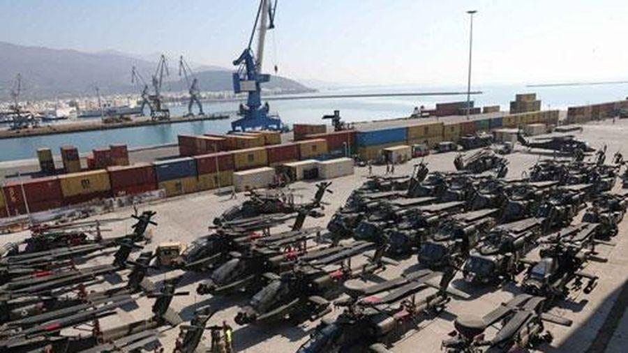 Kinh hãi với dàn trực thăng đủ loại Mỹ vừa chuyển tới Hy Lạp