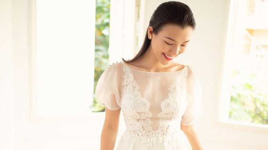 Á hậu Hoàng Oanh tung loạt ảnh thử váy cưới nhưng gương mặt cô dâu lại gây chú ý vì điều này