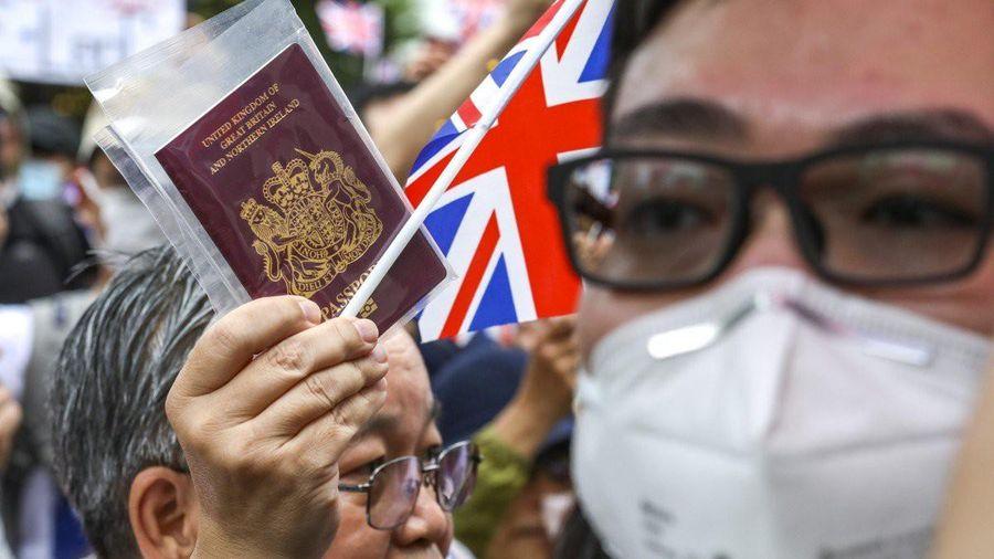 Thủ tướng Anh chịu sức ép lớn phải cấp quyền công dân đầy đủ cho người Hong Kong