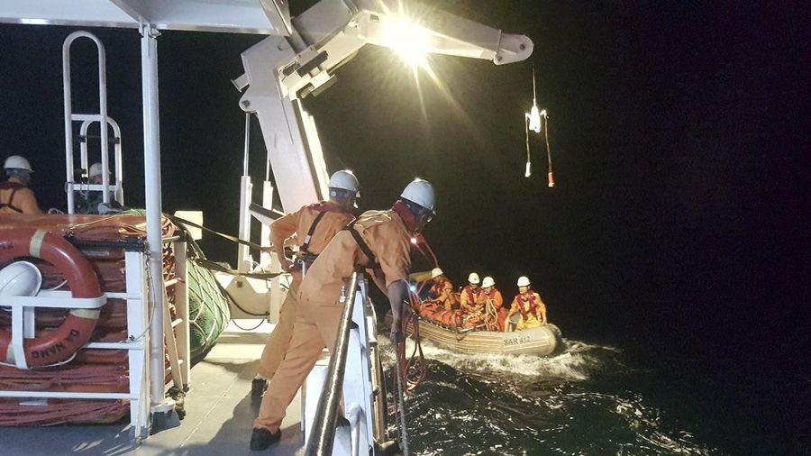 Điều tàu cứu nạn SAR 412 cứu hộ thành công ngư dân bị nạn trên biển