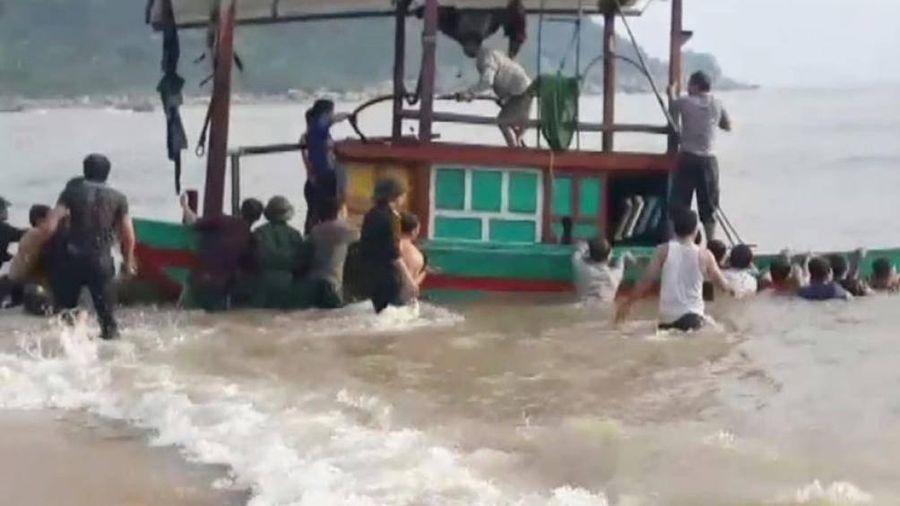 Kịp thời tiếp cận tàu gặp nạn trên biển Hà Tĩnh, cứu sống 3 ngư dân